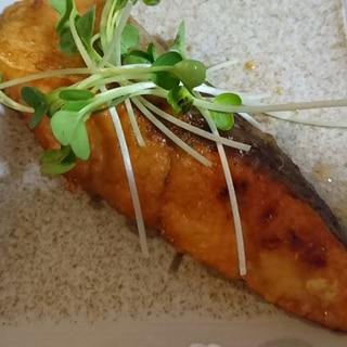 生鮭で、にんにく醤油焼き