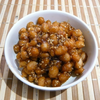 大豆とごまの甘辛炒め