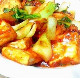 チンゲン菜と厚揚げのピリ辛ケチャップソース炒め