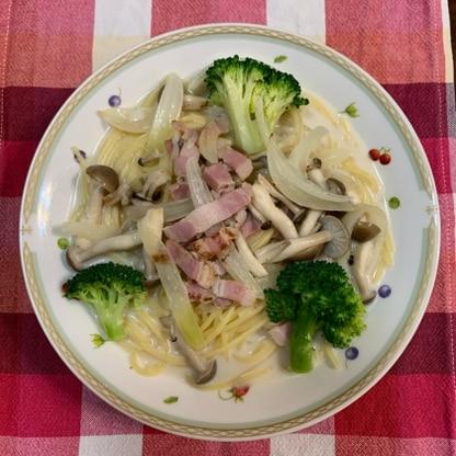 ハム、ほうれん草の代わりに、ベーコン、ブロッコリーで作りました。スープがとってもおいしい!また、作ります。
