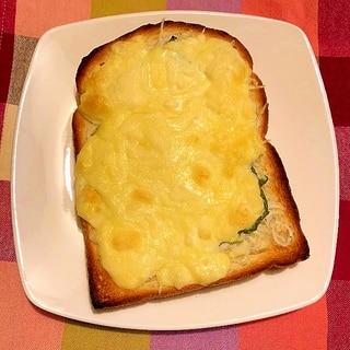 しらすと青じそのチーズトースト