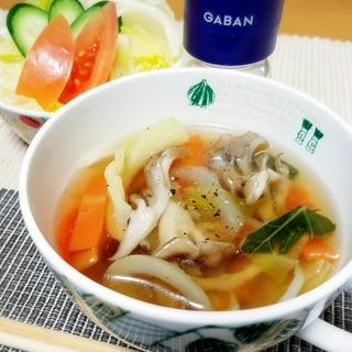 カット野菜で具沢山♡超簡単コンソメスープ