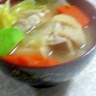 キャベツと鶏肉の味噌汁