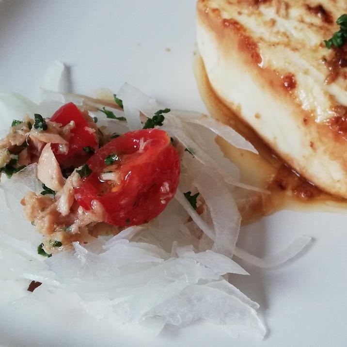 オリーブ油と塩で簡単♪ツナとトマトのオニオンサラダ