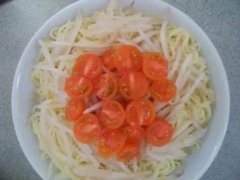 もやしとプチトマトの冷やし中華