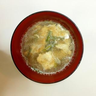 鶏肉、玉ねぎ、卵の中華スープ