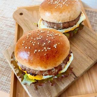 実は簡単!バンズから作るシンプルなハンバーガー