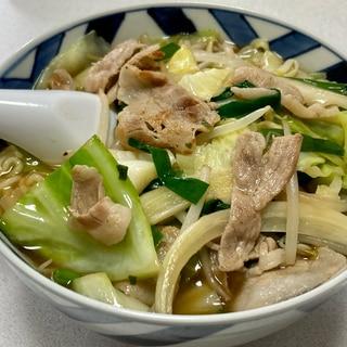 肉野菜炒め乗せ味噌ラーメン(インスタント使用)☆