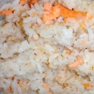 バターがキメテ!鮭の炊き込みご飯