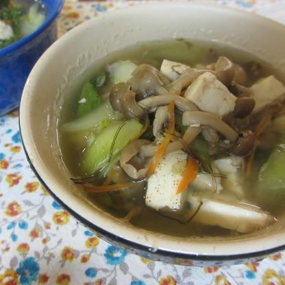 チンゲン菜と豆腐ときのこの和風スープ