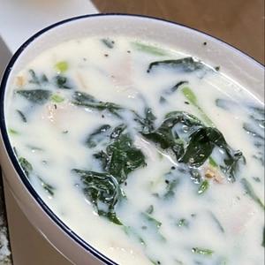 簡単ですよ。ほうれん草のクリームスープ