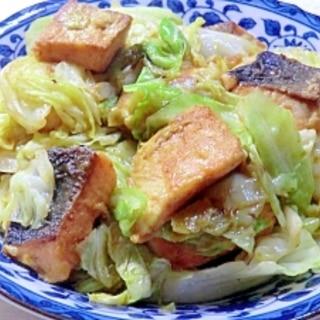 カレー味、鮭とキャベツの炒め物