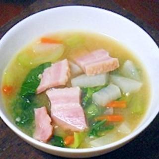 厚切りベーコンと野菜のみそスープ