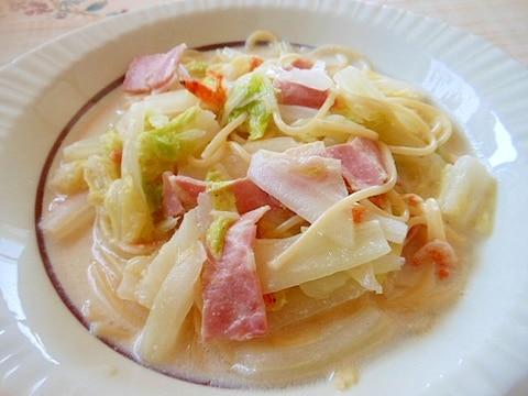 白菜・ベーコン・桜えびの豆乳スープパスタ