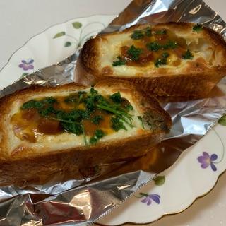 カレーとパセリで  チーズバゲット