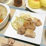 豚かたまり肉をぶつ切ってキャベツとゆっくりソーテー
