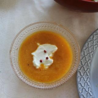夏にぴったり!オレンジとにんじんの冷製スープ