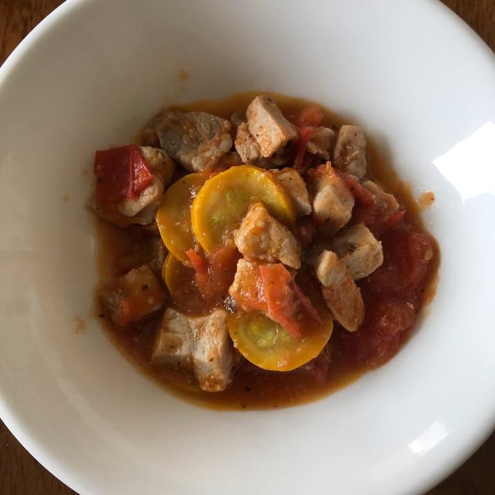 カレー用の豚肉とズッキーニのトマト煮