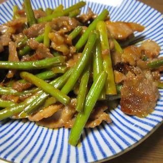 豚肉とニンニク茎の炒め物