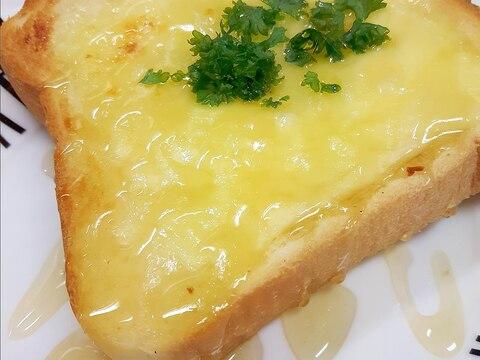 食パンアレンジ!マヨ&チーズのシュガートースト♪