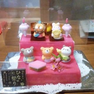 赤いひな壇ケーキ
