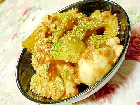❤鶏胸肉と馬鈴薯のガリバタ炒め・青海苔胡桃添え❤