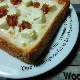 紀州南高梅とWチーズのトースト
