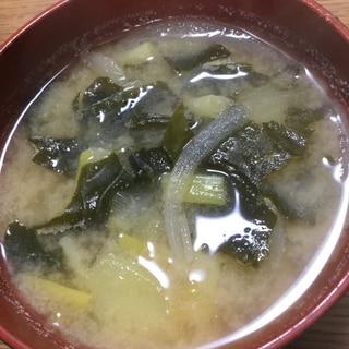 味噌汁(じゃがいも、玉ねぎ、わかめ、ねぎ)