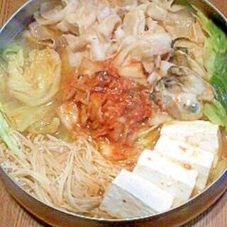 キャベツと豚バラ・牡蠣のキムチ鍋