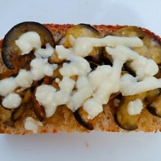 茄子カレー炒めチーズトースト