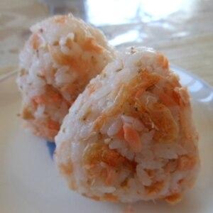 鮭と桜エビのおにぎり