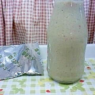 粉末青汁と冷凍イチゴでフレッシュジュース