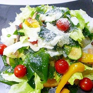 ボリューム満点、彩どりきれいなサラダ