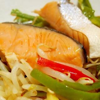 簡単!フライパンで塩鮭の野菜蒸し