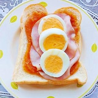 イチジクジャムとハムとゆで卵のトースト
