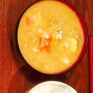 キャベツと人参と卵の味噌汁
