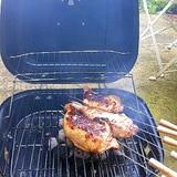 バーベキューの肉料理