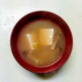 コレステロール対策☆しめじと豆腐の味噌汁