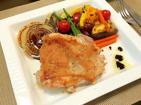 鶏モモ肉のグリルとバルサミコソース、グリル野菜添え