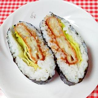 海苔は半分!おにぎらず☆お魚コロッケ&レタス