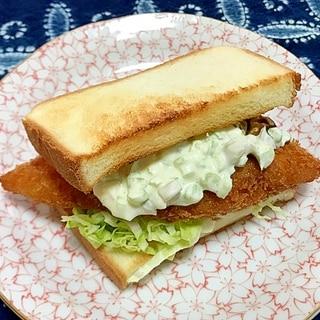 白身魚フライとタルタルソースのトーストサンド