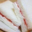 クリームチーズとジャムのサンドイッチ