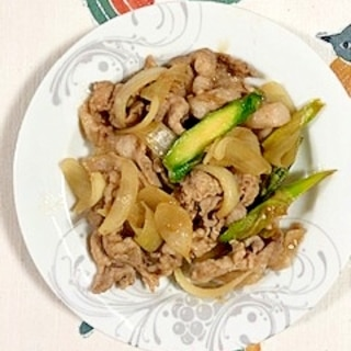 豚肩ロース肉、玉葱、アスパラの炒め物