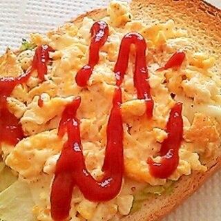 炒り卵とレタスのケチャップチーズトースト