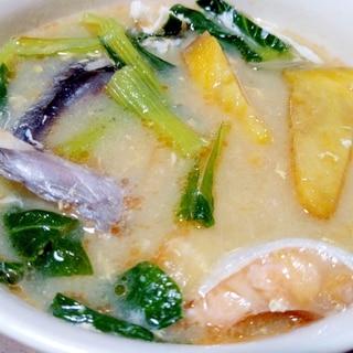 鮭カマとサツマイモの味噌汁