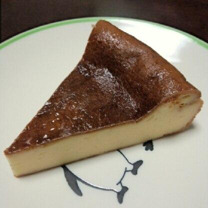 ミキサーで簡単でした。すごく膨らんだのでビックリしましたが、あとでしぼんで?しっとりケーキになりました。おいしかったです。
