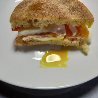 トマトと玉子のお月見サンド