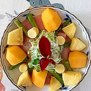 フリルレタス 、キャンディーチーズ、柿のサラダ