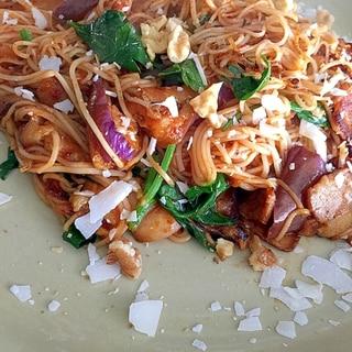 残った素麺と酸っいキムチと茄子でポークココヌードル