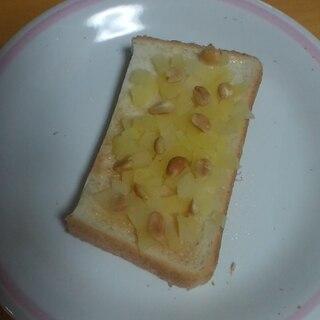 リンゴジャムとピーナッツのトースト